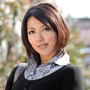 美人で清楚系な人妻HITOMIさんがワキ舐めされて絶叫するほど感じてしまう