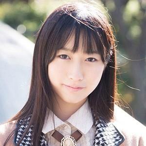 壁に押し付けられて綺麗なツルワキをワキ舐めされる清純系美人のTomomiちゃん